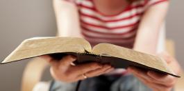 leyendo_biblia