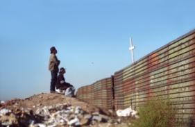 migrantes-viendo-a-la-cruz
